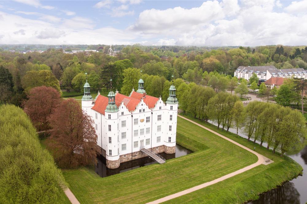 Luftbilder-Mobil_Drohne_Schloss-Ahrensburg-01